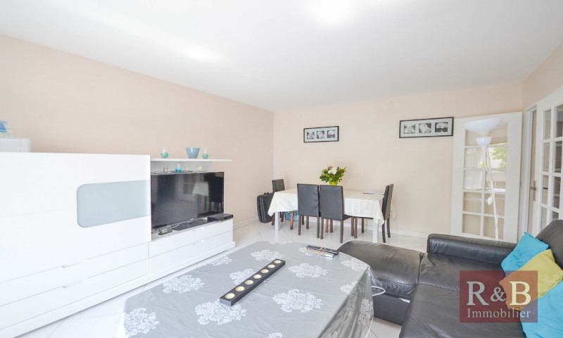 Vente appartement Plaisir 202 000€ - Photo 2