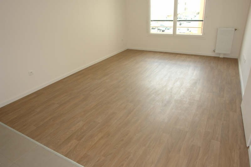 Rental apartment Morangis 747€ CC - Picture 1