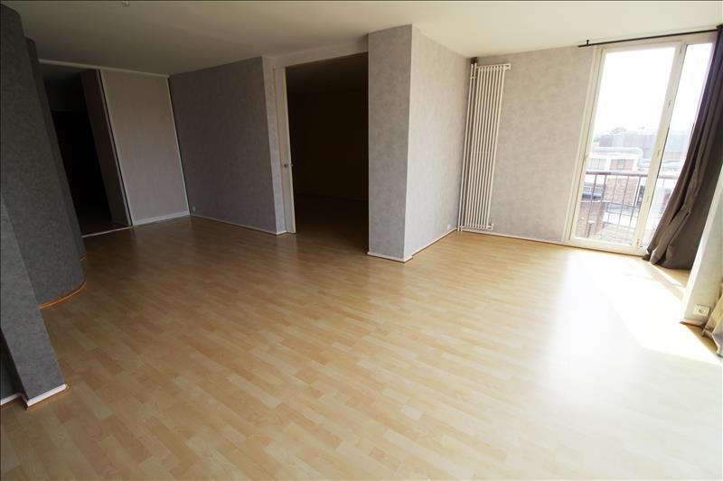 Rental apartment Elancourt 1271€ CC - Picture 1