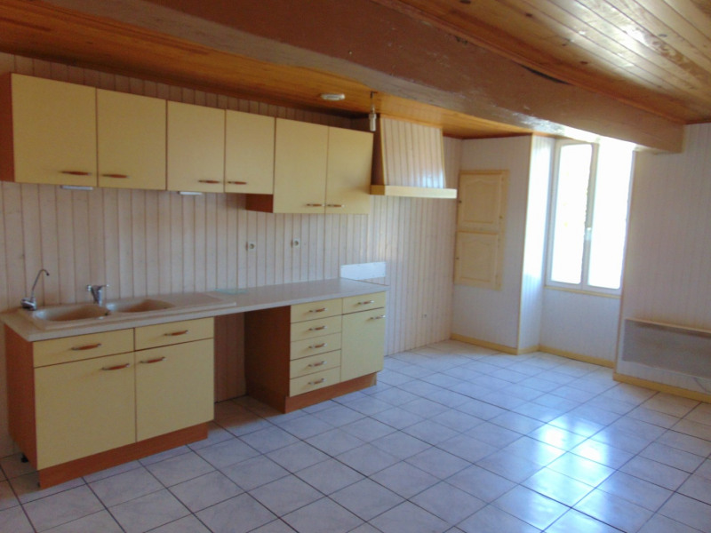 Location maison / villa Bagas 550€ CC - Photo 2