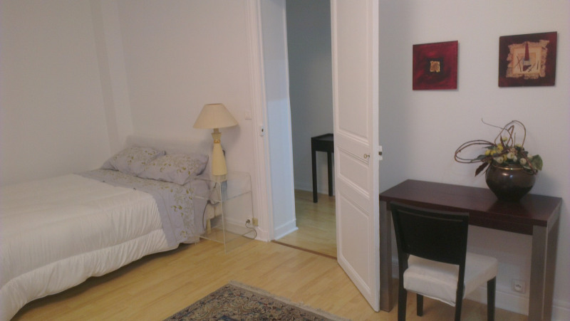 Rental apartment Paris 8ème 1450€ CC - Picture 2