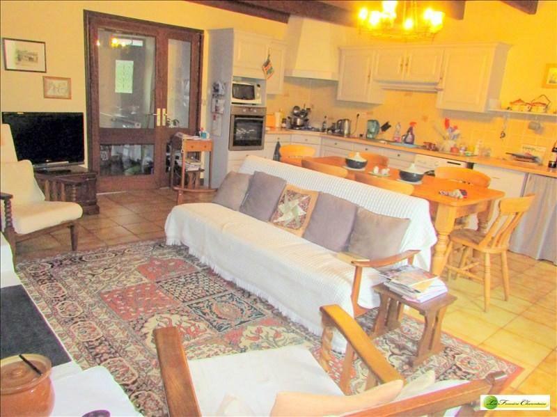 Sale house / villa Aigre 286000€ - Picture 2