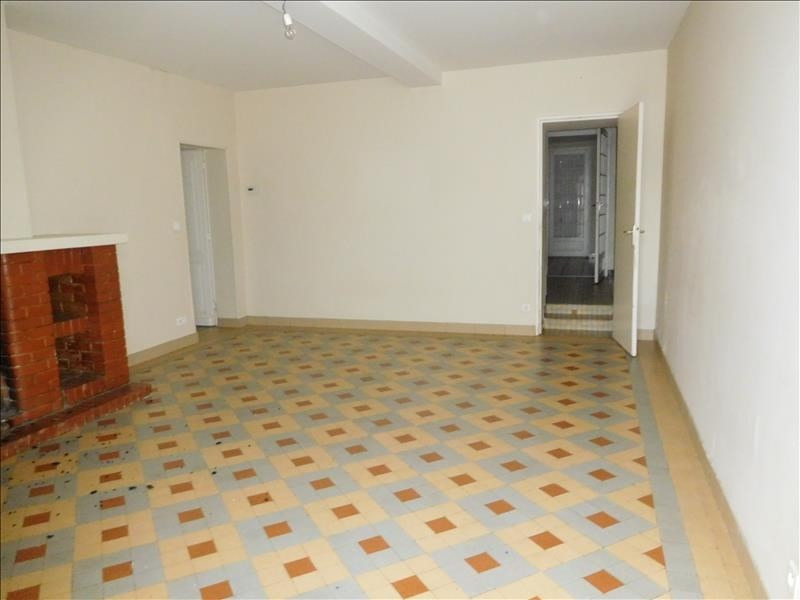 Rental house / villa St germain de la riviere 740€ CC - Picture 2