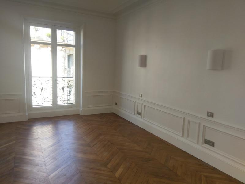 Location appartement Paris 7ème 5610€ CC - Photo 5