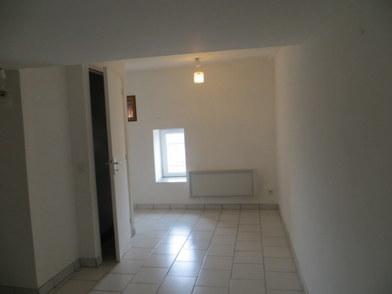 Location maison / villa Vertaizon 440€ CC - Photo 5