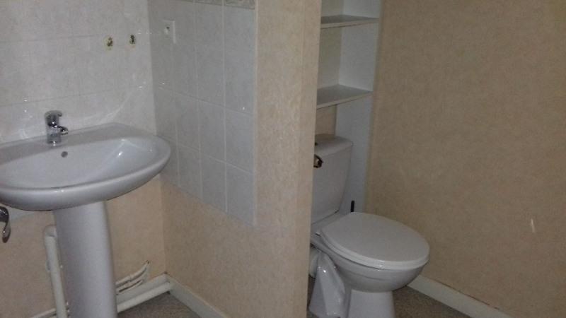 Rental apartment Laval 355€ CC - Picture 4