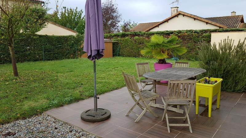 Location maison / villa St julien l'ars 895€ CC - Photo 2