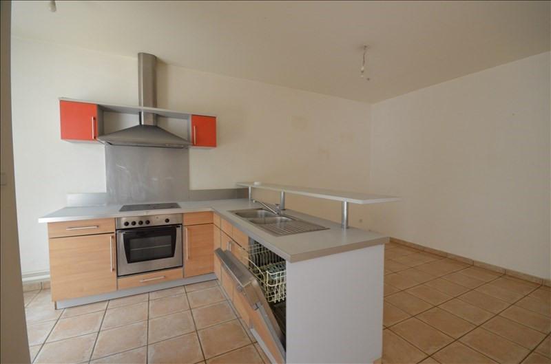 Rental apartment Saint pierre 708€ CC - Picture 1
