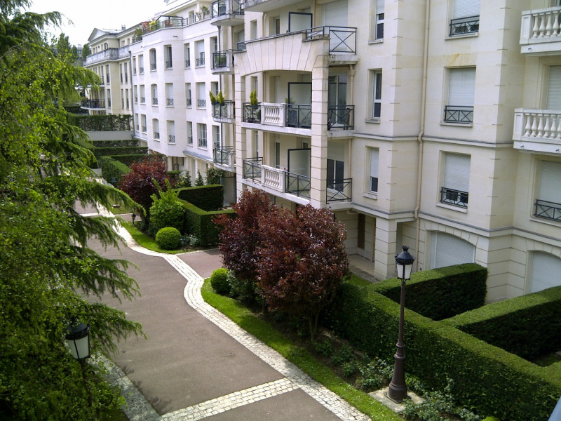 Location appartement Le plessis-robinson 1 950€ CC - Photo 2