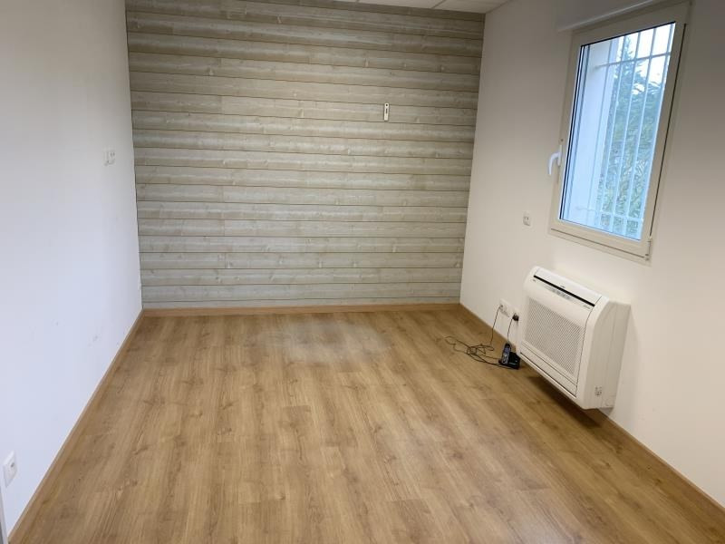 Location local commercial Montvendre 980€ HT/HC - Photo 7