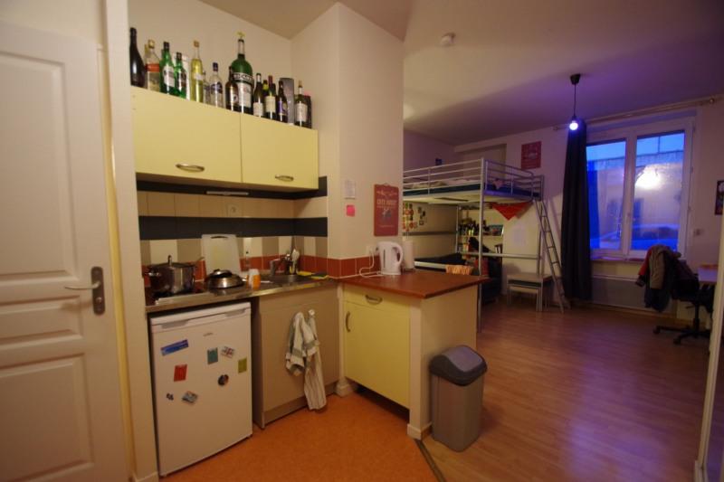 Sale apartment Lyon 7ème 150000€ - Picture 1