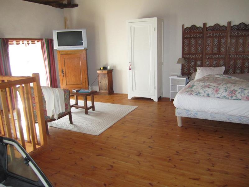 Sale house / villa Criteuil-la-magdeleine 254000€ - Picture 9