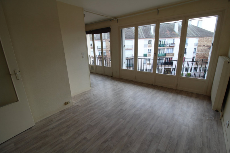 Rental apartment Maurepas 651€ CC - Picture 1