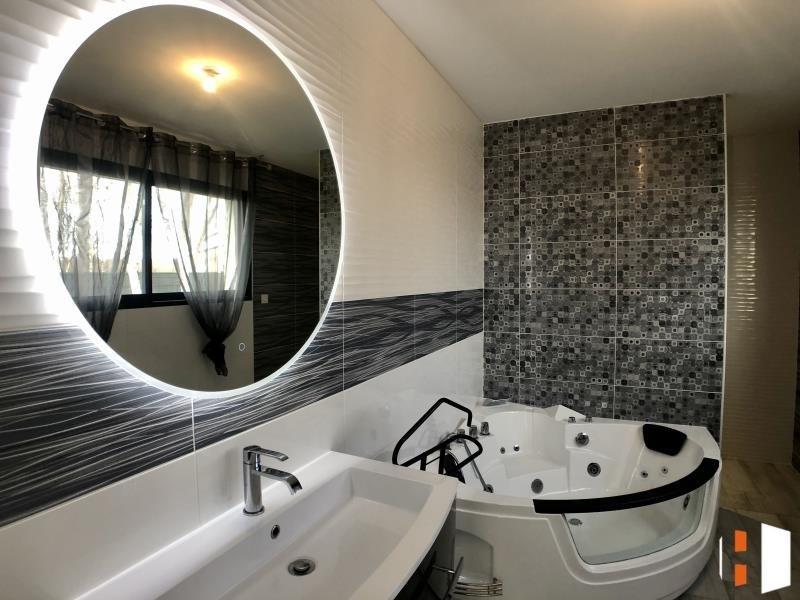 Sale house / villa St genes de fronsac 546000€ - Picture 6