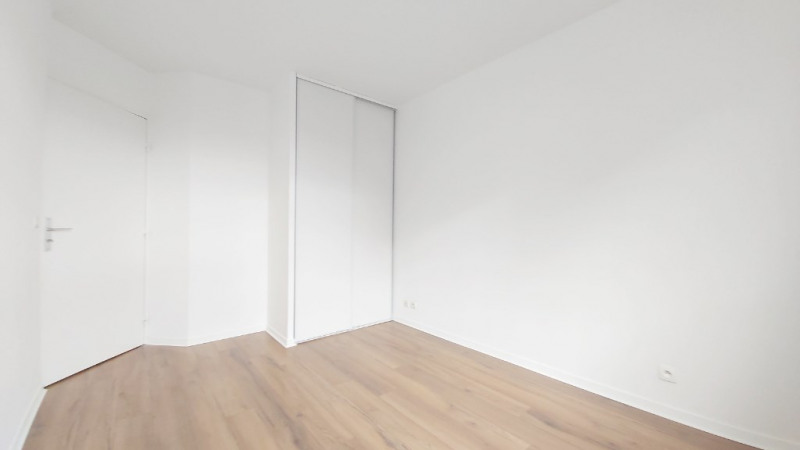Sale apartment Guyancourt 243000€ - Picture 3