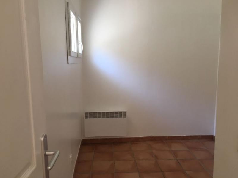 Rental apartment Salon de provence 535€ CC - Picture 3