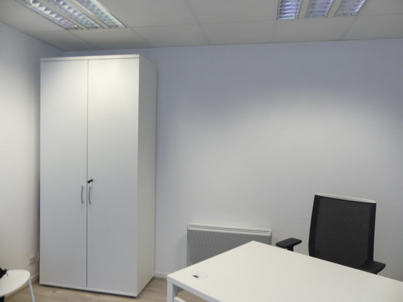 Location local commercial Pont l abbe 756€ HC - Photo 1