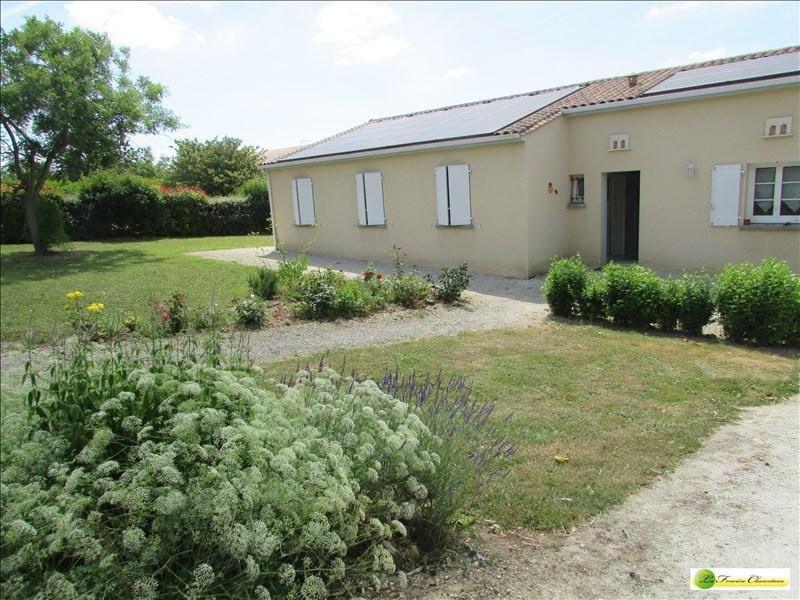 Sale house / villa Aigre 133000€ - Picture 1