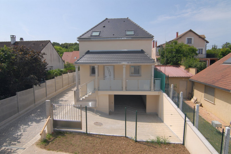 Location maison / villa La ville du bois 1430€ CC - Photo 2
