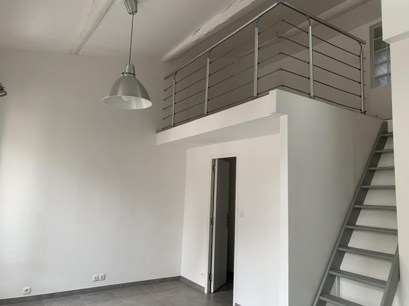Location appartement Marseille 6ème 647€ CC - Photo 2
