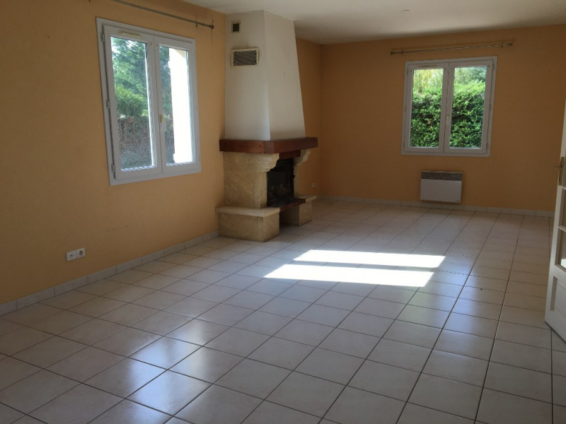 Location maison / villa Cintray 860€ CC - Photo 3