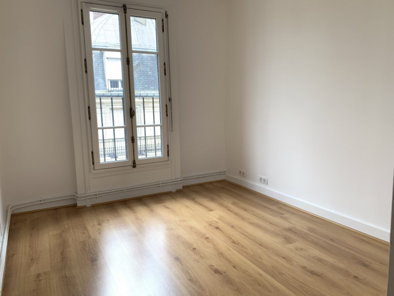 Rental apartment Paris 16ème 1 922€ CC - Picture 4