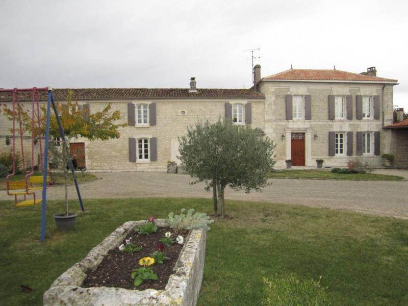 Sale house / villa Barbezieux-saint-hilaire 416000€ - Picture 1