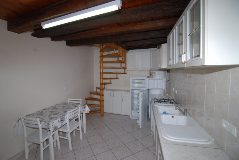 Location appartement La ville du bois 656€ CC - Photo 1