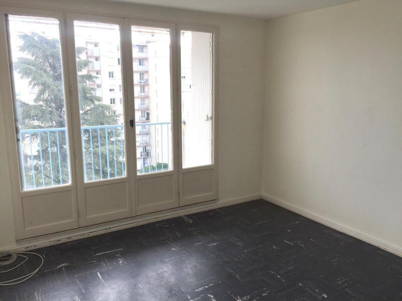 Location appartement Villefranche sur saone 519,92€ CC - Photo 1