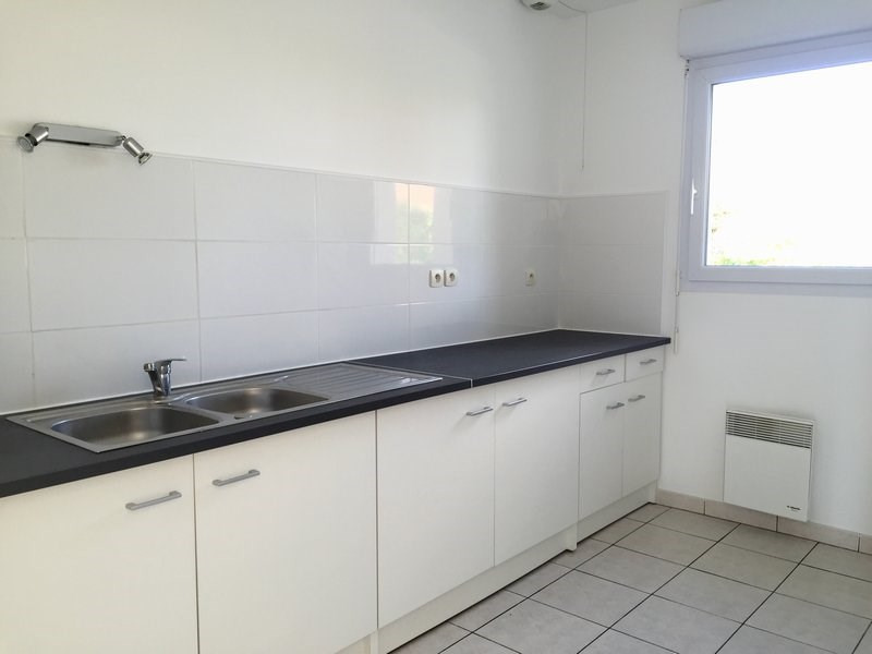 Location maison / villa Grentheville 762€ CC - Photo 3