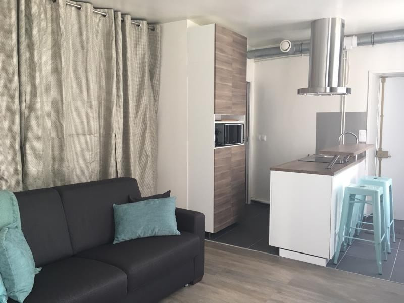 Location appartement Paris 3ème 1 250€ CC - Photo 1
