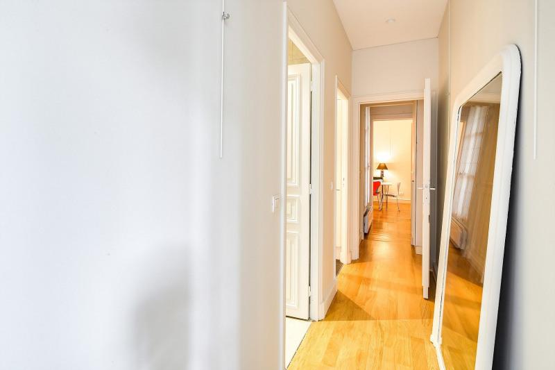 Rental apartment Paris 8ème 2450€ CC - Picture 4