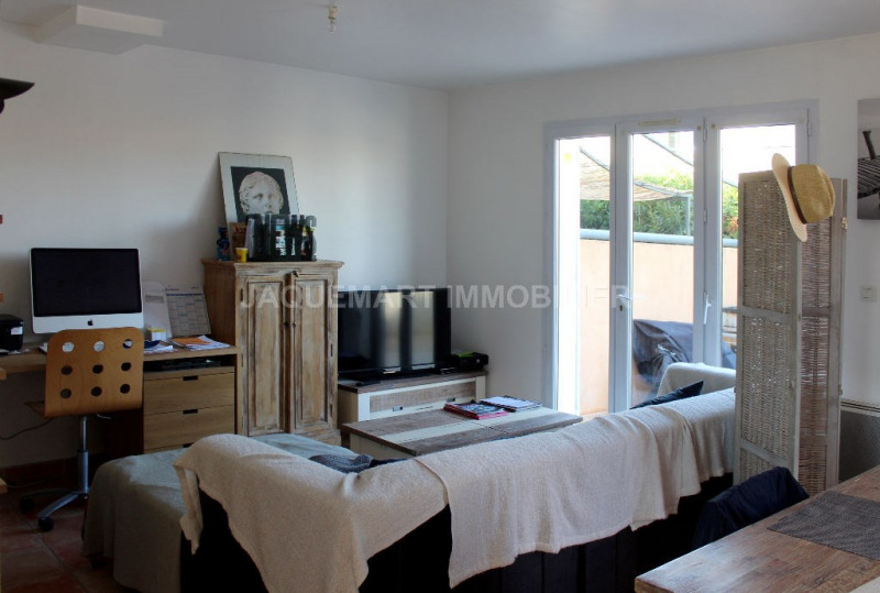 Rental house / villa Lambesc 950€ CC - Picture 5
