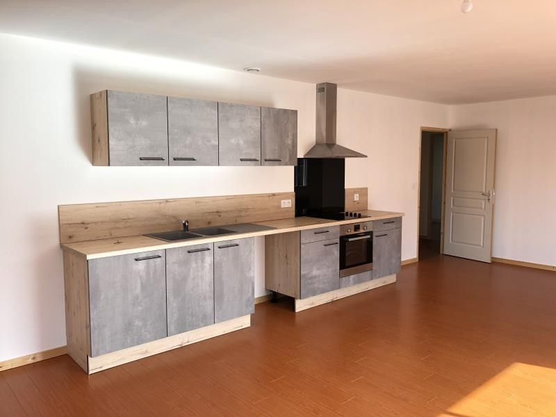 Location maison / villa Liguge 800€ CC - Photo 3
