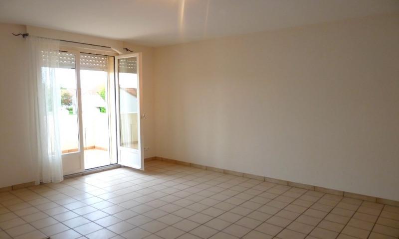 Rental apartment Plaisir 860€ CC - Picture 3