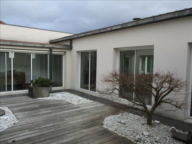 Sale house / villa Riorges 427000€ - Picture 1