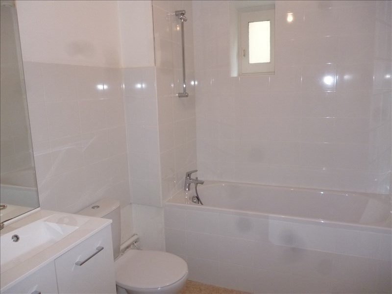 Location appartement Roanne 323€ CC - Photo 2