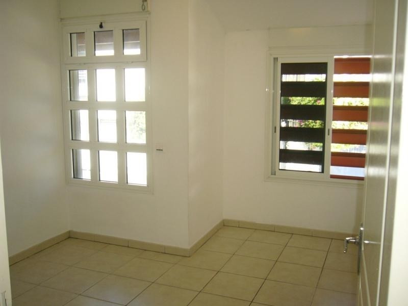 Rental apartment St denis 733€ CC - Picture 7