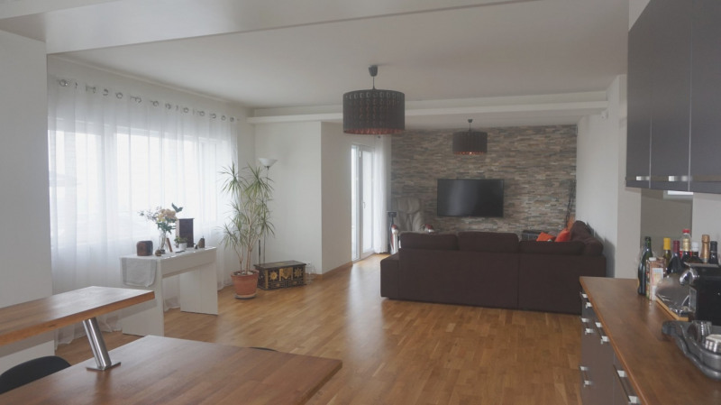 Deluxe sale apartment Bossey 649000€ - Picture 3