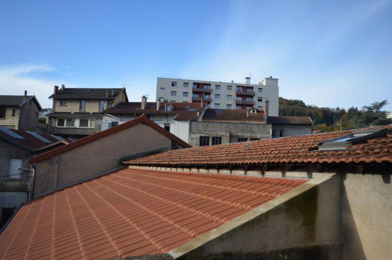 Immeuble avec Habitation 80m² et 18 Garages fermés