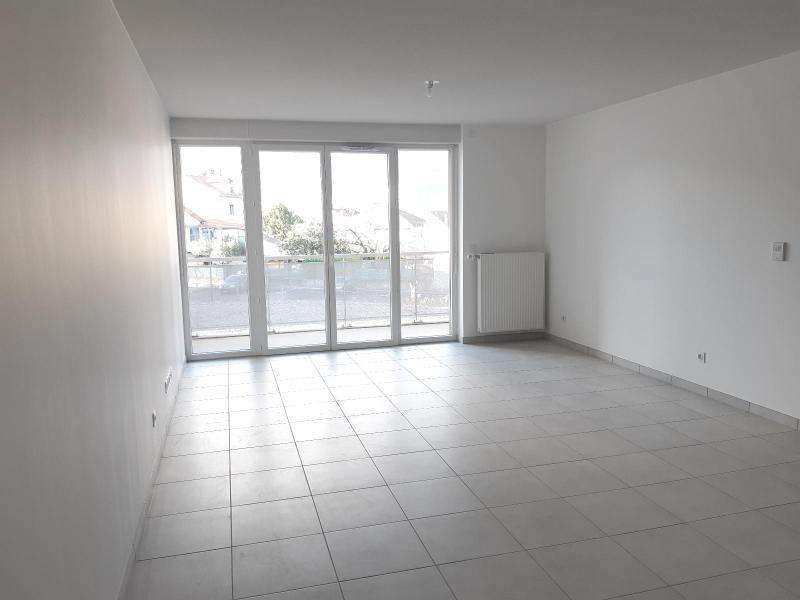 Location appartement Fontaine 850€ CC - Photo 2