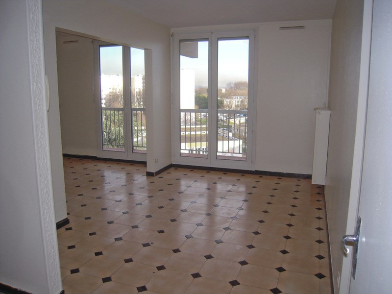 Rental apartment Vaulx en velin 933€ CC - Picture 2
