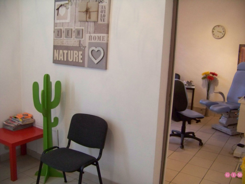 Location local commercial Poissy 850€ CC - Photo 3