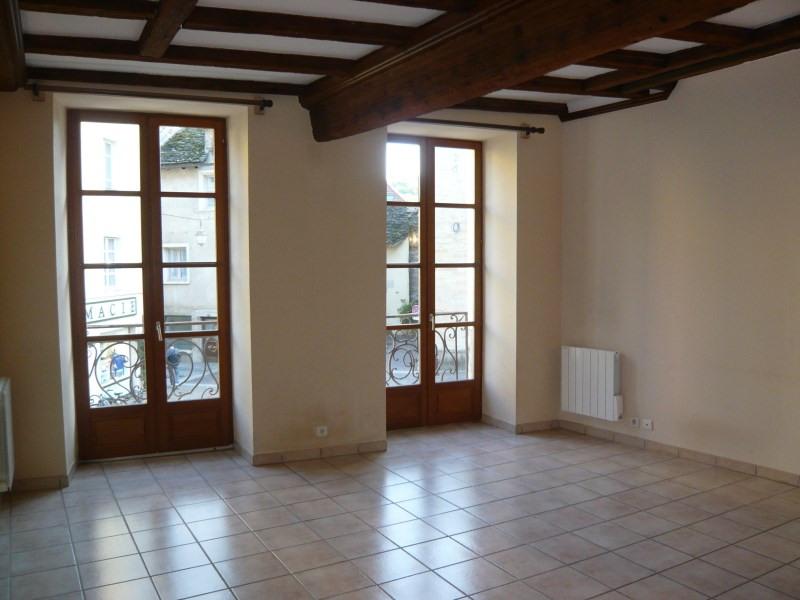 Location appartement Cremieu 550€ CC - Photo 1