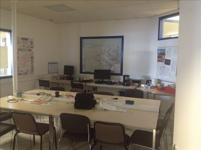Location local commercial Cholet 3200€ HT/HC - Photo 1