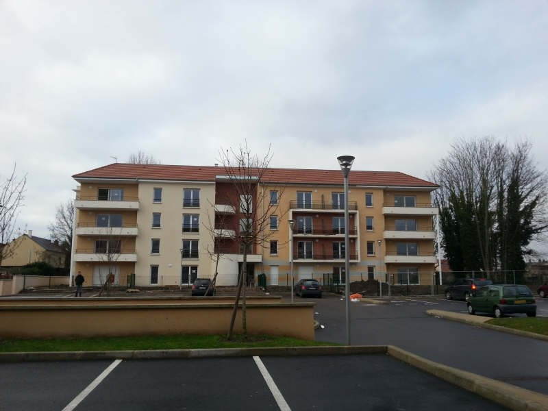 Rental apartment Persan 750€ CC - Picture 1