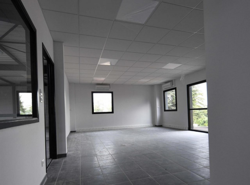 Location local commercial St priest 1787€ HT/HC - Photo 3