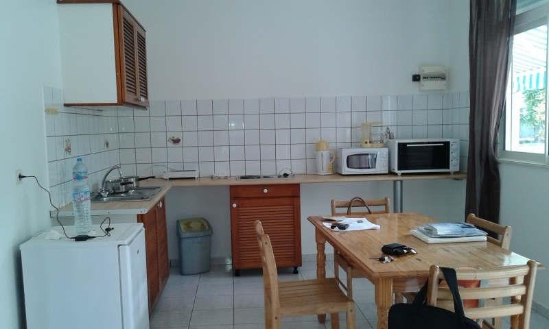 Location appartement Ste anne 620€ CC - Photo 2
