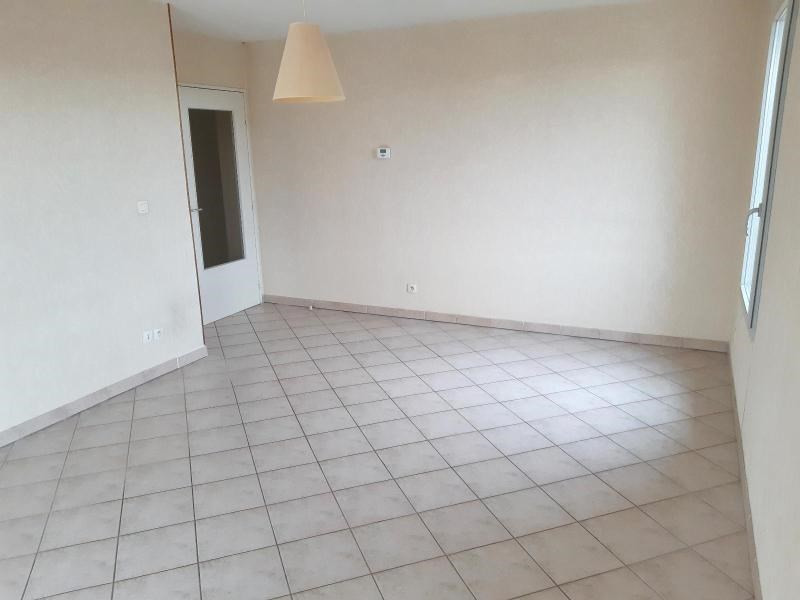 Location appartement Villefranche sur saone 851€ CC - Photo 2