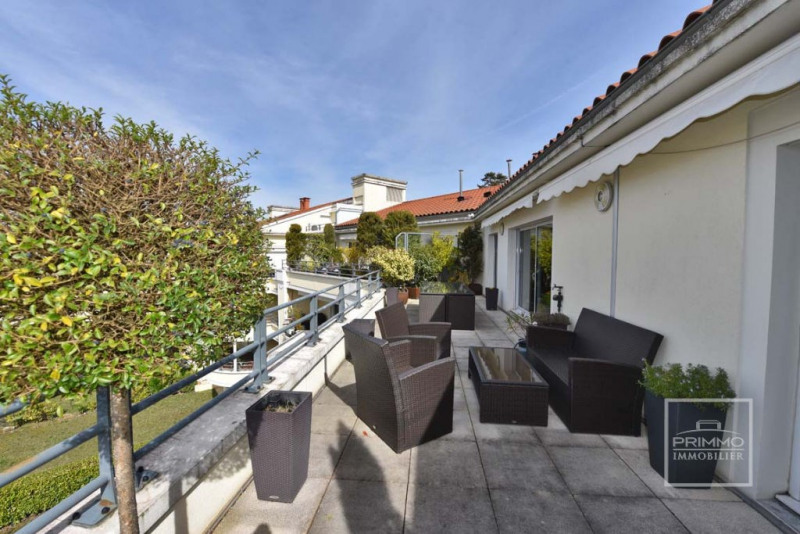 Deluxe sale apartment Charbonnieres les bains 925000€ - Picture 14